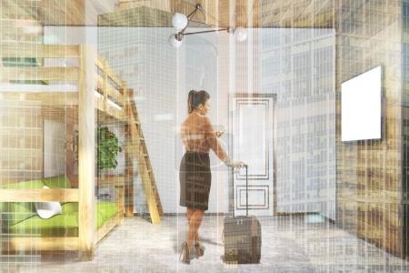 Photo pour Coin chambre moderne avec des murs blancs et en bois, un sol en béton, et un lit mezzanine avec un canapé vert en dessous. Une télé sur le mur. Une femme. 3d rendu maquette image tonique double exposition - image libre de droit