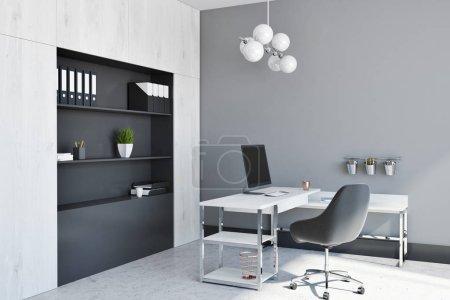 Photo pour Intérieur de bureau gestionnaire avec une table avec une chaise noire et un ordinateur. Une bibliothèque. Coin de rendu 3d maquette - image libre de droit