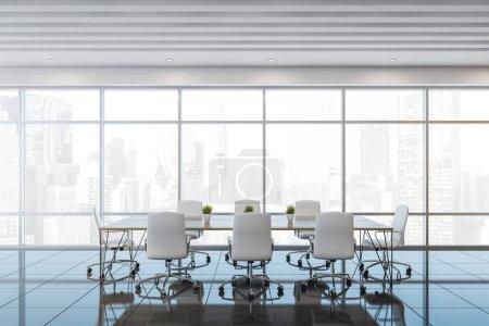 Photo pour Intérieur de la salle de réunion panoramique avec plafond blanc, sol carrelé gris et longue table de conférence avec chaises blanches. Rendu 3d - image libre de droit