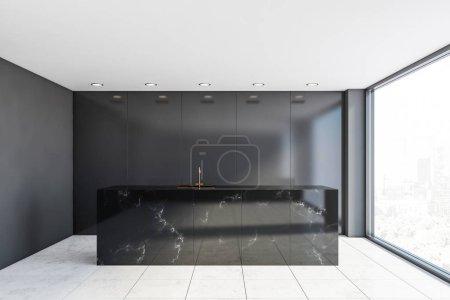 Photo pour Intérieur d'une luxueuse cuisine minimaliste avec murs gris, carrelage, île de marbre noir avec évier intégré et fenêtre panoramique. 3d Rendu - image libre de droit