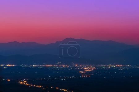 Photo pour Point de vue à Doi Sa-ONG, Chiang Sean, Province de Chiang Rai, Thaïlande. - image libre de droit