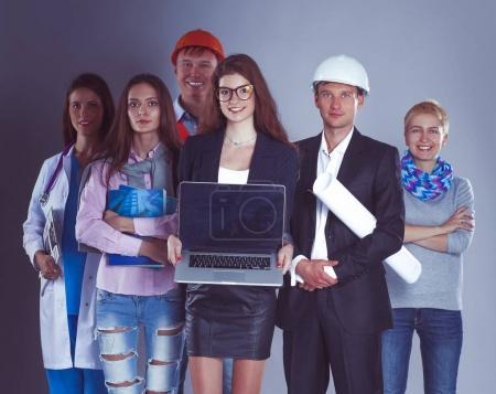 Photo pour Un groupe de personnes de différentes professions - image libre de droit