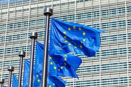 Vlajky Evropské unie před Evropské Komise v Bruselu, Belgie