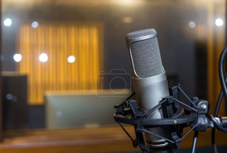 Photo pour Microphone studio professionnel à condensateur, Concept musical - image libre de droit