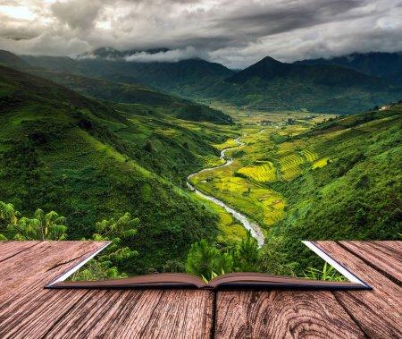 Photo pour Image du livre conceptuel du point de vue du dessus qui peut voir les champs de riz en terrasses du district de Tu le, province de YenBai, nord-ouest du Vietnam - image libre de droit
