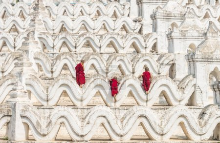 monks  Climbing up  Pagoda