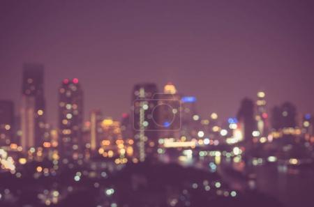 Photo pour Paysage urbain brouillé pendant le crépuscule - image libre de droit