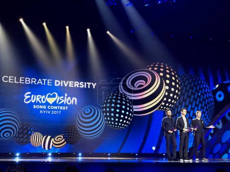 Photo pour Leading Eurovision-2017 - Vladimir Ostapchuk, Alexander Skichko and Timur Miroshnichenko. Final of Eurovision 2017 on the stage of the International Exhibition Center in the Kyiv, Ukraine. 05.13.2017. Editorial. - image libre de droit