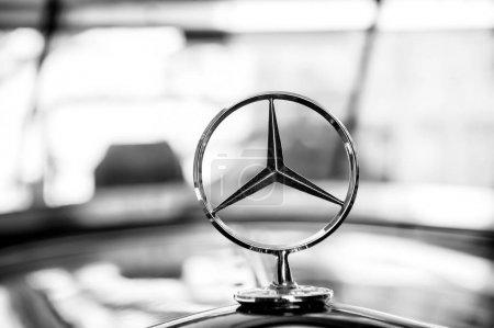 Mercedes Benz Sign or logo Close Up
