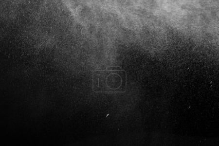 Photo pour Texture de neige tombante sur fond noir - image libre de droit