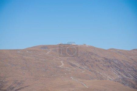 Photo pour Vue panoramique sur les montagnes de jour, concept de voyage - image libre de droit