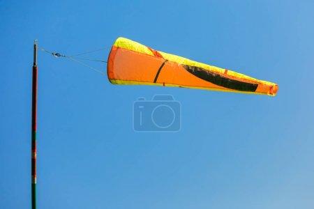Photo pour Direction du vent à l'aéroport - image libre de droit