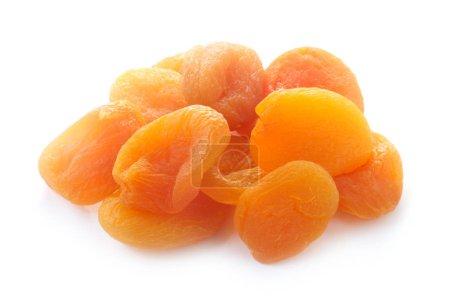 Photo pour Abricots secs isolés sur fond blanc - image libre de droit