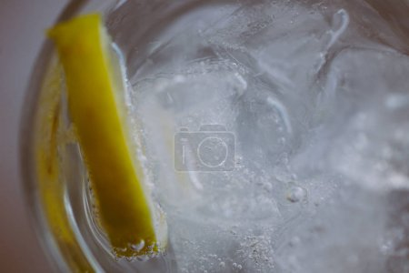 Gin tonic close up
