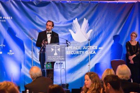 Photo pour 2016 : La Haut-Commissaire des Nations Unies aux droits de l'homme prononce un discours d'ouverture au Gala de la paix et de la justice. - image libre de droit