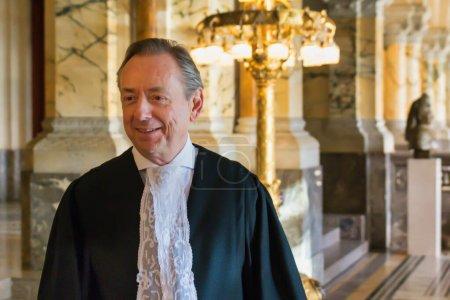 Photo pour La Haye (Pays-Bas) - 20 avril 2016 : Greffier / juge de la CIJ, Cour internationale de Justice des Nations Unies, dans la salle du Palais de la Paix - image libre de droit