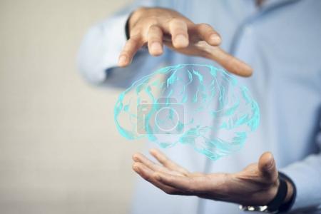 Photo pour Mains de l'homme avec l'icône de cerveau - image libre de droit