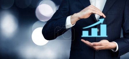 Photo pour Main de l'homme travaillant avec un nouvel ordinateur moderne et la stratégie d'entreprise - image libre de droit