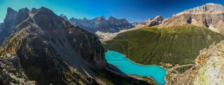 Photo pour Vue panoramique du lac Moraine depuis la tour de Babel, lac Louise, Banff NP, Canada - image libre de droit