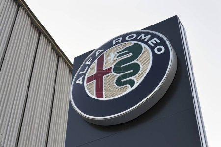 Логотип автомобиля Alfa Romeo на