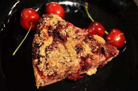 Photo pour Délicieuse tarte aux cerises faite maison - image libre de droit