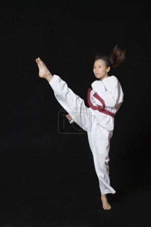 Photo pour Une jeune femme au pied rond - image libre de droit
