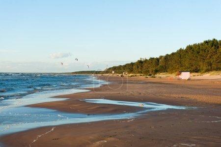 Photo pour Vue sur la plage à la mer baltique - image libre de droit