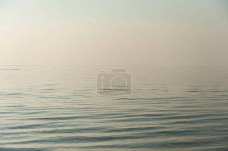 Photo pour Vagues de la mer bleue, nature et voyage - image libre de droit
