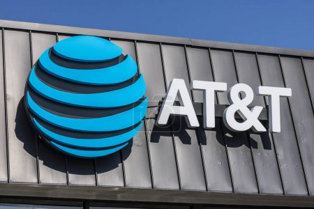 Lafayette - Circa September 2017: AT&T Mobility Wireless Retail Store. AT&T now offers IPTV, VoIP, Cell Phones and DirecTV XX