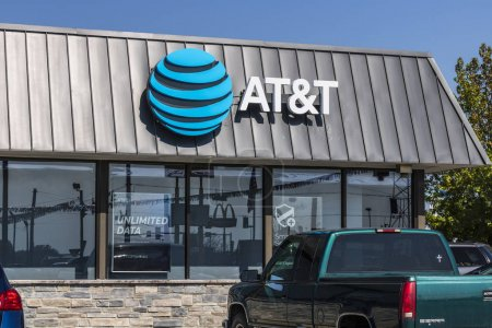 Lafayette - Circa September 2017: AT&T Mobility Wireless Retail Store. AT&T now offers IPTV, VoIP, Cell Phones and DirecTV XIX