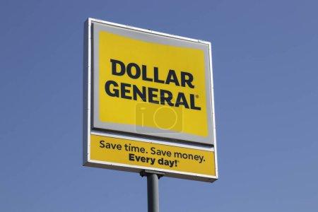 Photo pour Indianapolis - Vers avril 2020 : Dollar General Retail Location. Dollar General est un détaillant à rabais pour petites boîtes . - image libre de droit