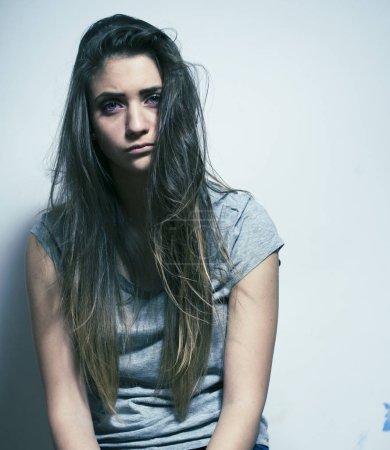 Photo pour Problème adolescent déprimé avec les cheveux brouillés et visage triste gros plan - image libre de droit