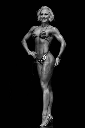 fitness model posing in competitions