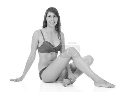Photo pour Jeune fille mince en lingerie sur fond blanc - image libre de droit