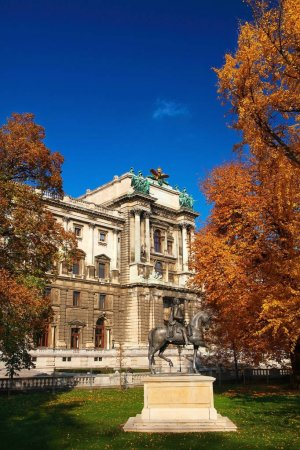 palace and sculpture in Wien
