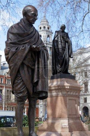 Памятник LONDONUK 21 марта