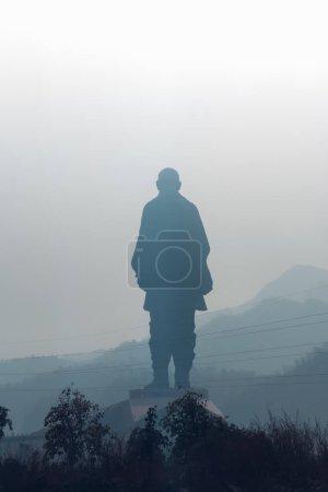 Photo pour La plus grande statue du patel Sardar vallabhbhai est située à l'ouest de l'Inde dans l'état du Gujarat.Cette statue mesure 182 mètres de haut et est faite de béton et de fer. . - image libre de droit
