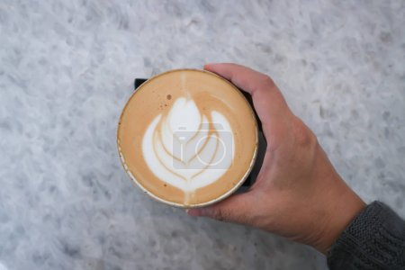Photo pour Café chaud ou art au latte, cappuccino chaud - image libre de droit