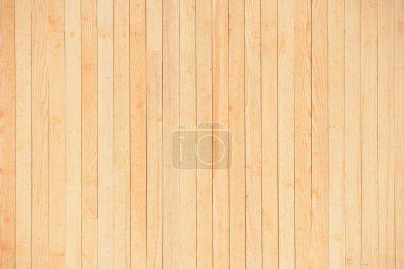 Foto de Textura de una pared de madera amarilla clara de los tableros sin pintura. Nuevo muro de madera - Imagen libre de derechos