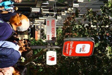 Photo pour Il y a deux allées fermées à la circulation et seulement pour les piétons : Paseo Ahumada et Paseo Huerfanos. Paseo signifie passerelle, Chili - image libre de droit