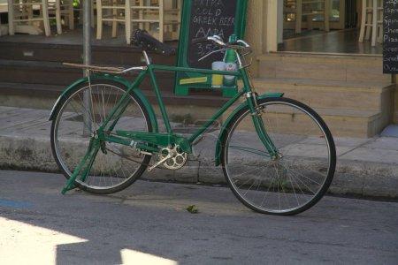 Photo pour Vue sur vélo de rue, Athènes, Grèce - image libre de droit