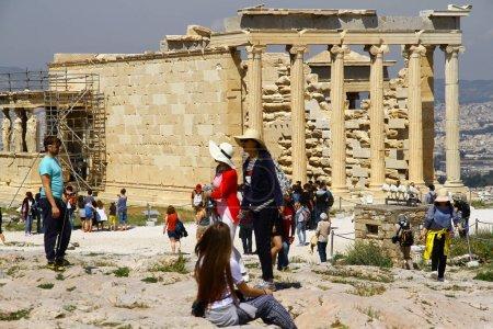 Photo pour Parthénon est l'un des trésors antiques bien connus d'Athènes et il se trouve sur la colline de l'Acropole, Athènes, Grèce - image libre de droit