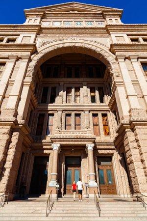 Foto de Austin, Tx Usa - 15 de noviembre de 2016: El Capitolio de Texas, terminó en 1888 en el centro de la ciudad, contiene las oficinas y cámaras de la legislatura de Texas y la oficina del gobernador. - Imagen libre de derechos