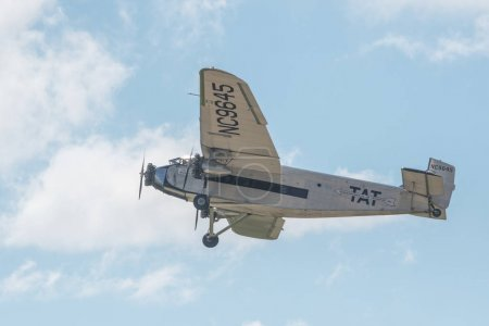 trimotor airplane that is vintage