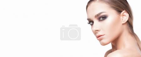 Foto de Retrato de belleza de mujer caucásica de elegante con el maquillaje de glamour. - Imagen libre de derechos