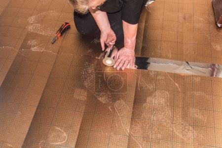 Photo pour Femme dans la pose de plastique stratifié ou viny - image libre de droit