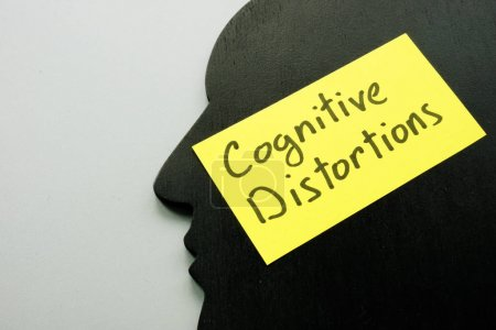 Photo pour Distorsions cognitives signe sur la tête comme symbole de l'esprit. - image libre de droit