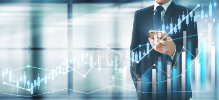 Photo pour Homme d'affaires plan croissance graphique et augmentation du graphique indicateurs positifs dans son entreprise .smartphone en main - image libre de droit