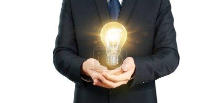 Photo pour Main de tenir ampoule lumineuse, idée, concept d'inspiration d'innovation, idée d'entreprise - image libre de droit