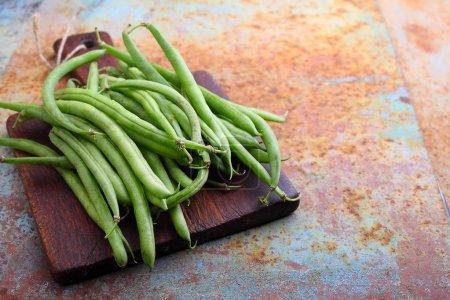 Raw green string beans